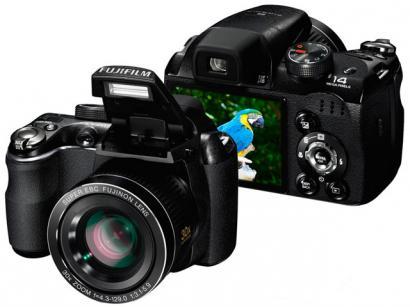 """Câmera Digital Fujifilm Finepix S4000 14MP LCD 3"""" - Zoom Óptico 30x Vídeos HD Entrada HDMI Cartão 4GB"""